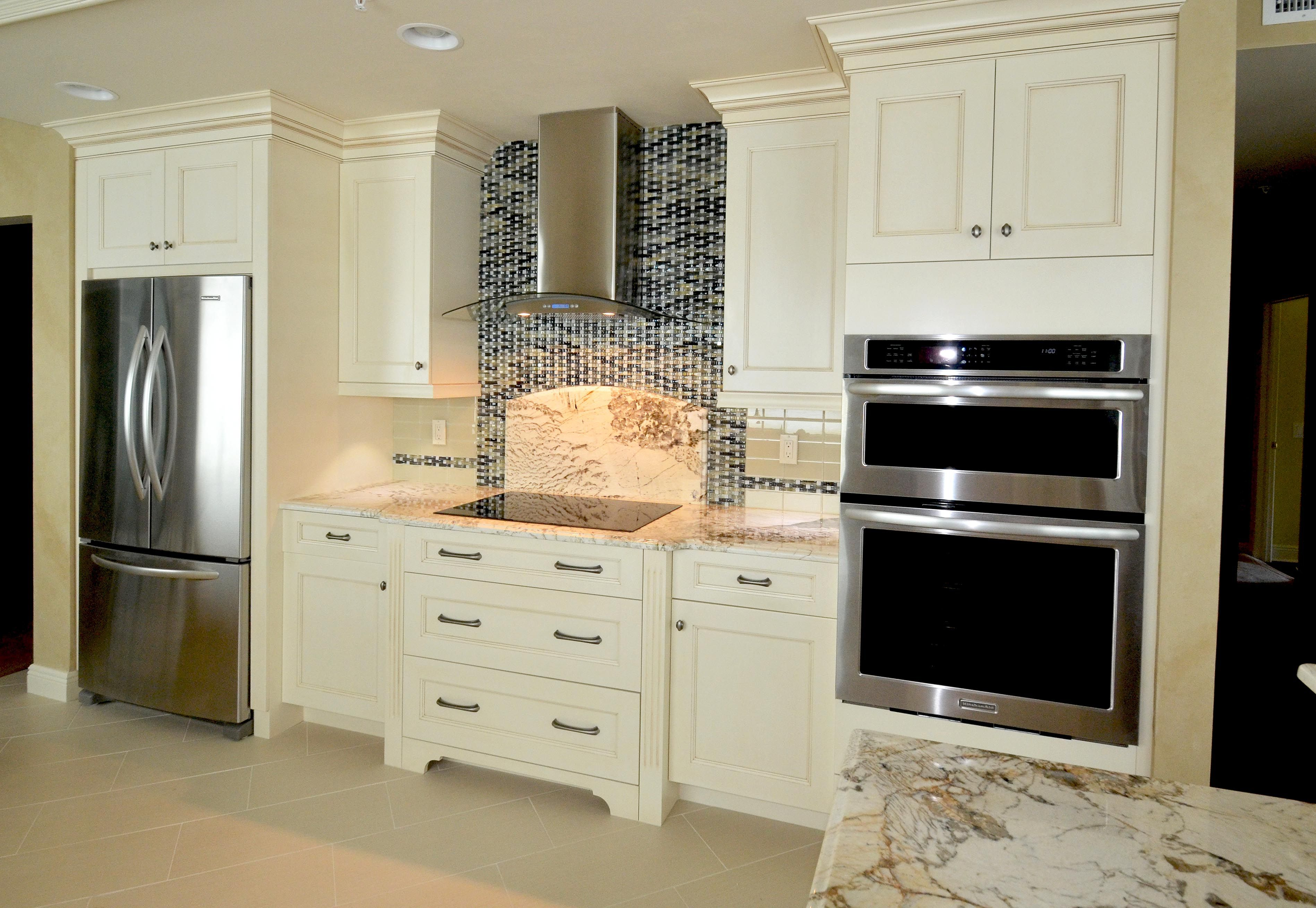 Outdoor kitchen in Naples, FL by Da Vinci Cabinetry
