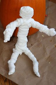 make a mummy for halloween kids craft - Halloween Mummy Crafts