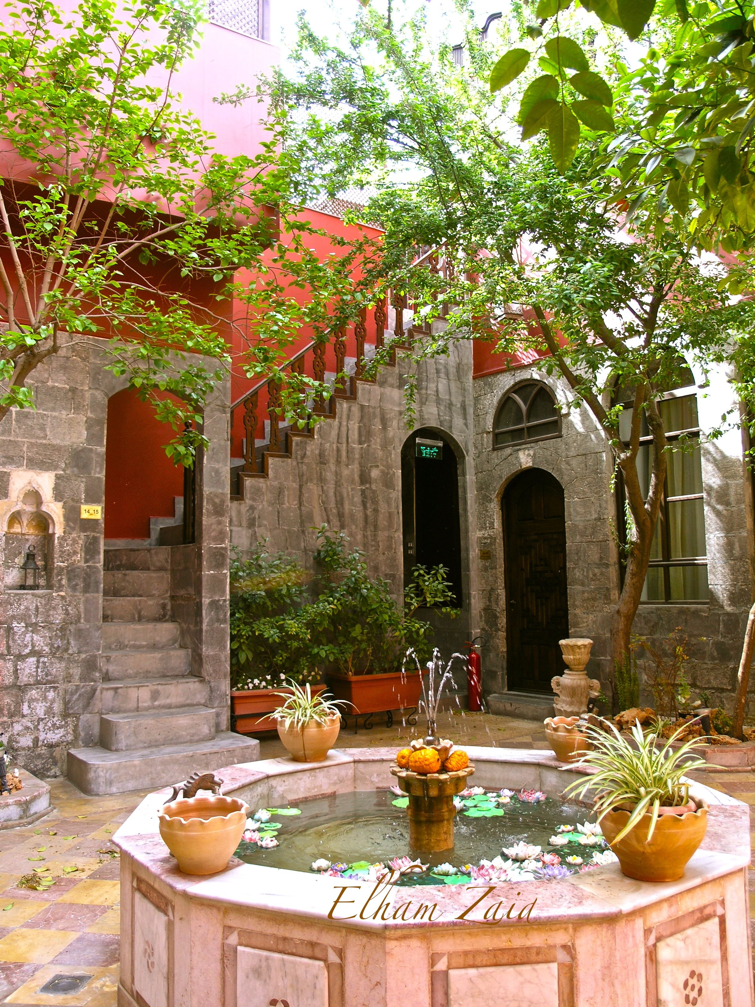 A hotel called talizman damascus an old traditional for Old traditional houses
