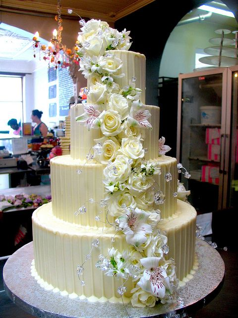 white choc ganache wedding cakes 4 tier chocolate wedding cake iced in white 27238