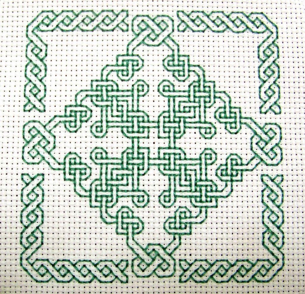 Celtic Biscornu   Broderie géométrique, Broderie à la main ...