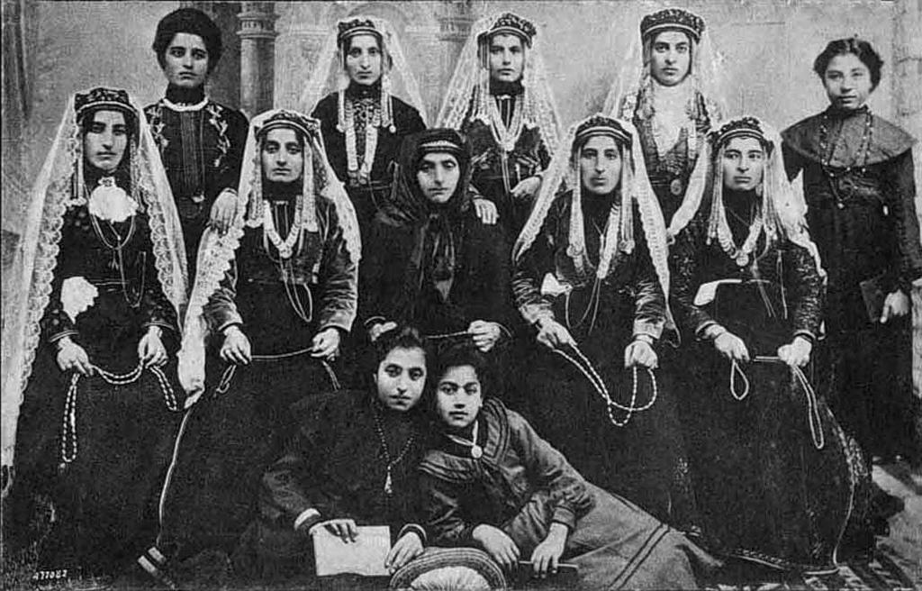торговать здесь древние армяне фото этом снимке правилом