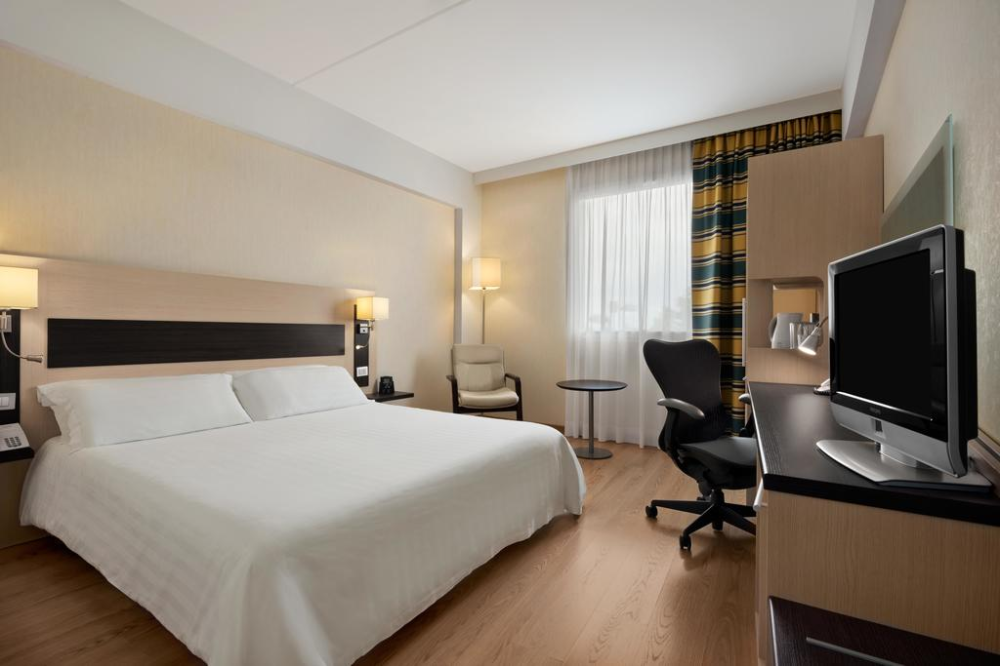 10 Best Hotels Near Rome's Airports (FCO & CIA Rome