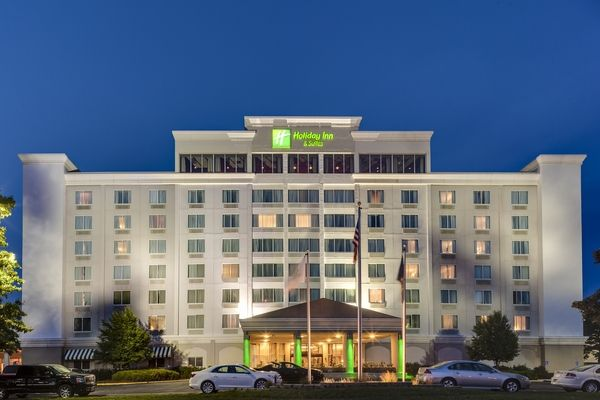 Overland Park Holiday Inn And Suites In The Heart Of Overland Park Kansas You Are Always Welcome At The Holid Overland Park Indoor Outdoor Pool Holiday Inn