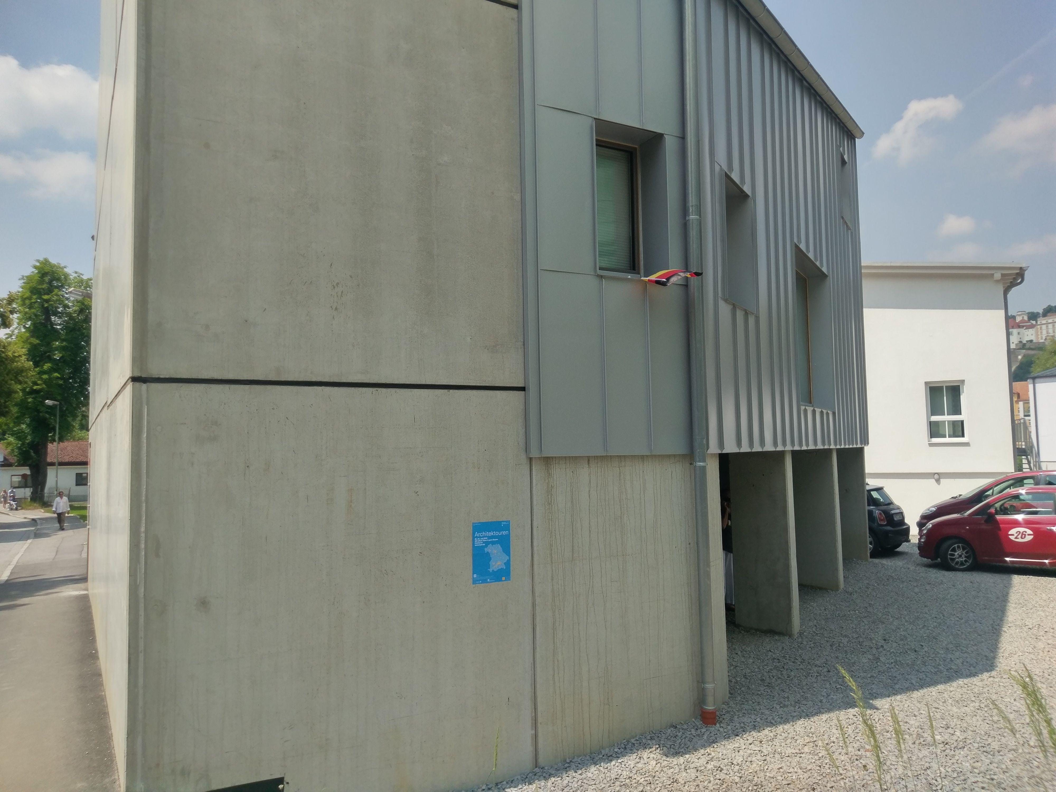 Garage-Kapuzinerstrasse Hochwasser Low-Budget Haus | atelier ...