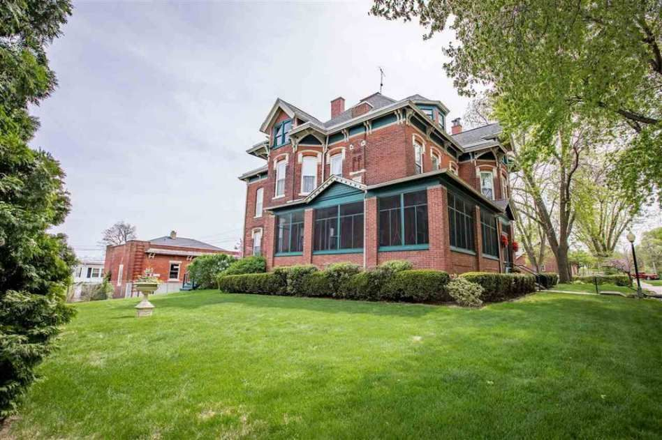 1885 Muscatine Ia 419 000 Old House Dreams Victorian