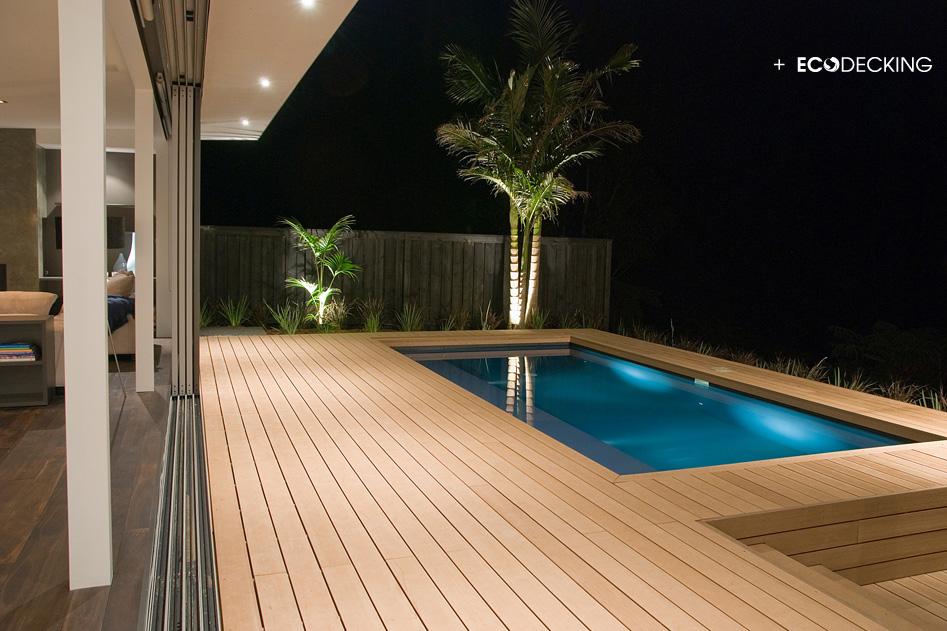 Deck Tiles Around Modern Pool Google Search Terrasplanken Achtertuin Zwembad Tuin Indelingen