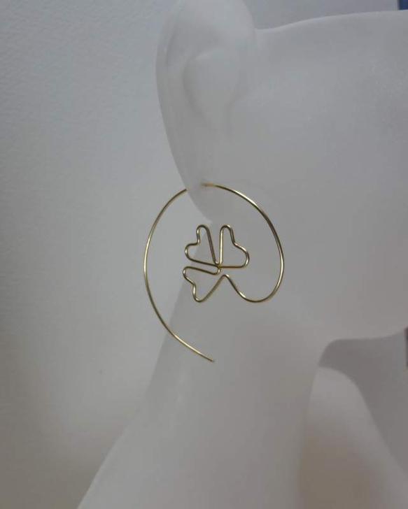 14kgf hammered clover and spiral hoop ピアス材料:14kゴールドフィールドワイヤーsize:3,9cmx3,9cm*シリ...|ハンドメイド、手作り、手仕事品の通販・販売・購入ならCreema。