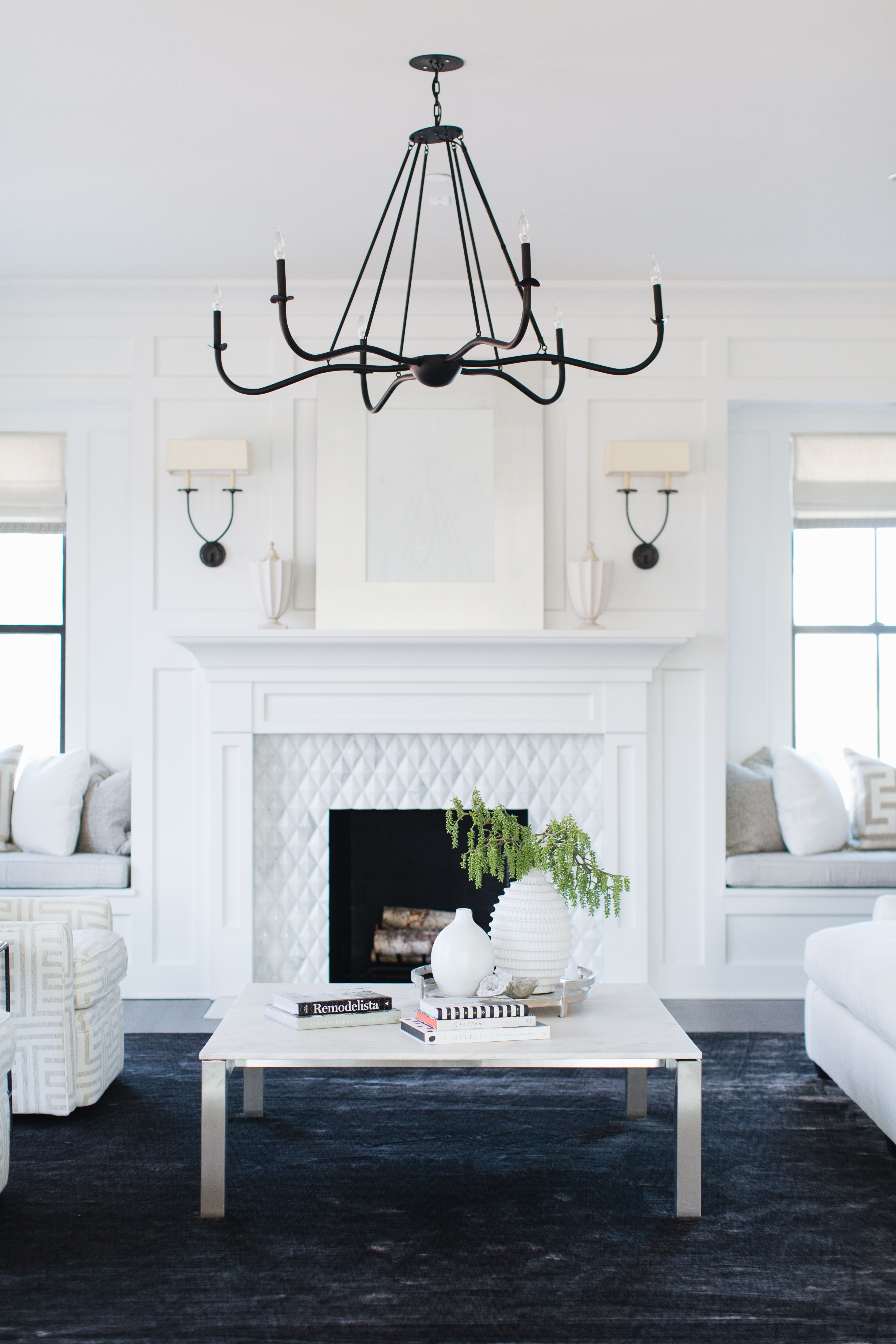 Classic Fireplace Mantel In White #Fireplace #Fireplacedesign #Fireplaceidea #Fireplacedecor #Fireplacemantel