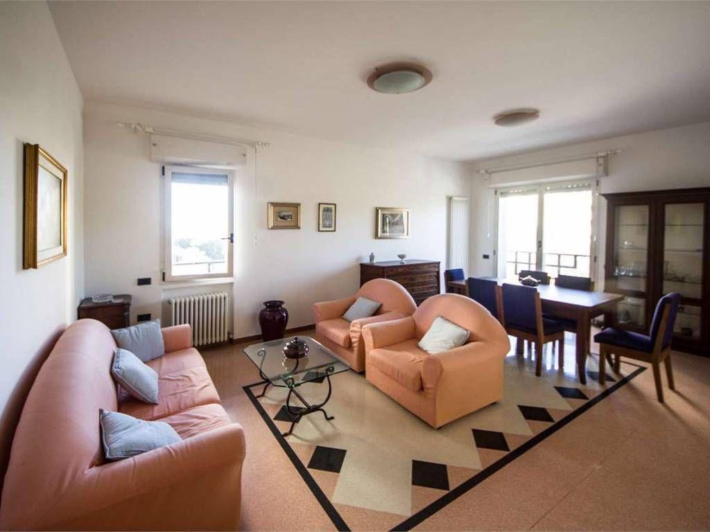 Affitto Appartamento Pesaro. Quadrilocale in viale