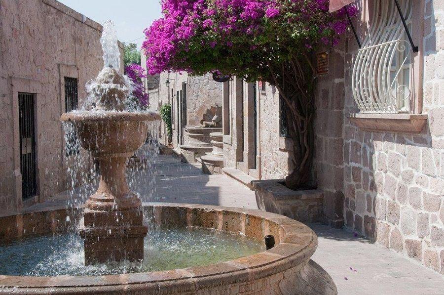 Callejon del Romance (Romance Alley), Morelia (Mexico)