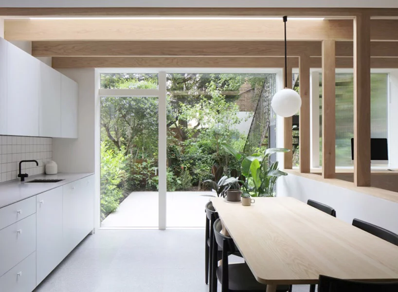 The Timber Grid S Framed Views Between The Spaces Direct The Eye Towards The Lush Green Backdrop Outside Opening London House Architecture Architecture House