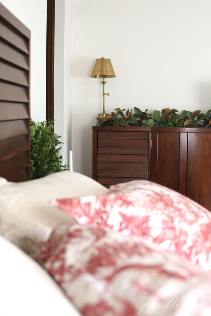 Effortless Christmas Decorations Christmas bedroom, Bedrooms and