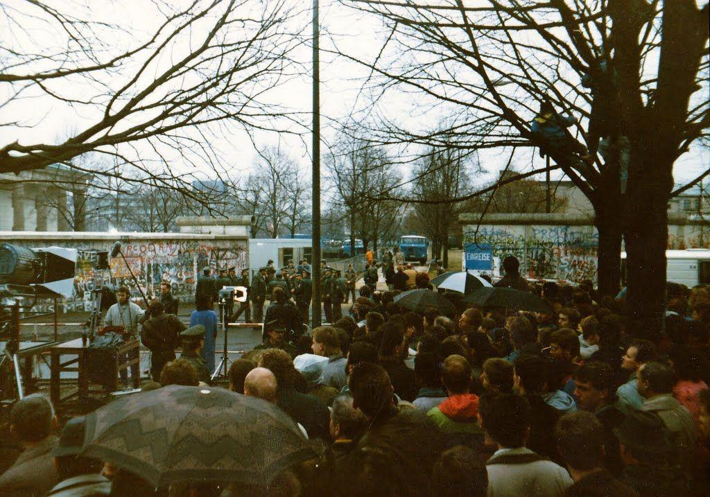 1990 Berlin - Maueröffnung am Brandenburger Tor  ☺