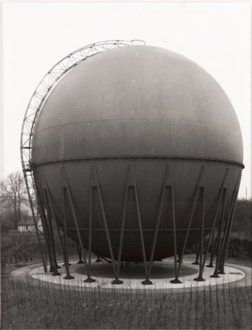 Bernd and hilla becher gasbeh lter 1959 wuppertal gas for Raumgestaltung uni wuppertal