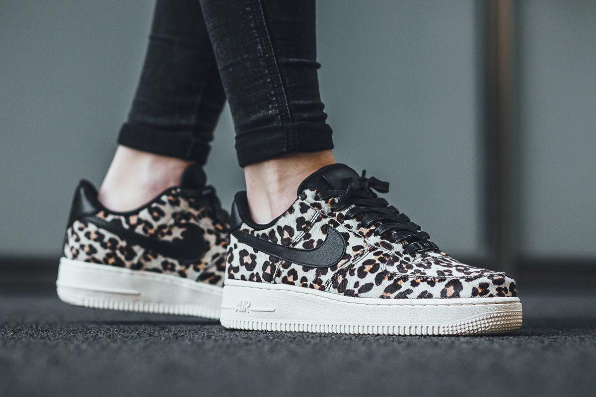 buy online f0c5d 323e7 Nike WMNS Air Force 1  07 LX