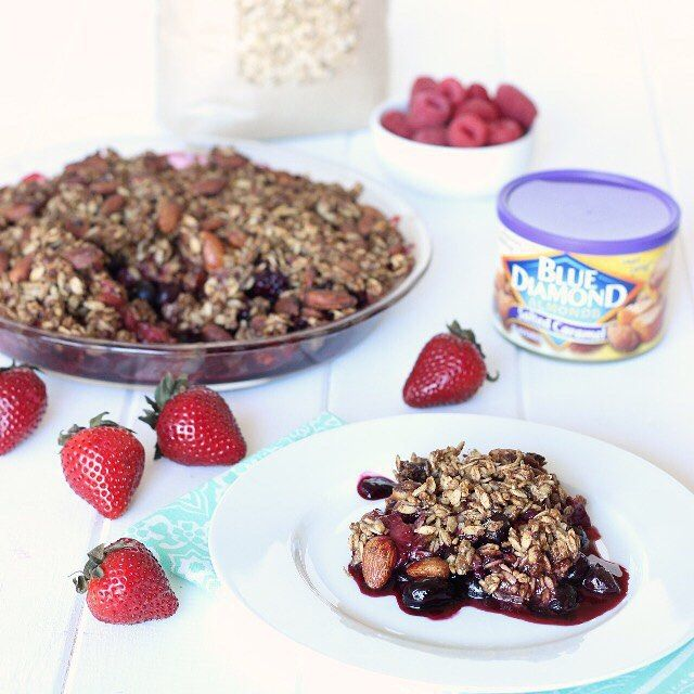 Healthy Summer Berry Crisp!! Its perfect for using the lasthellip