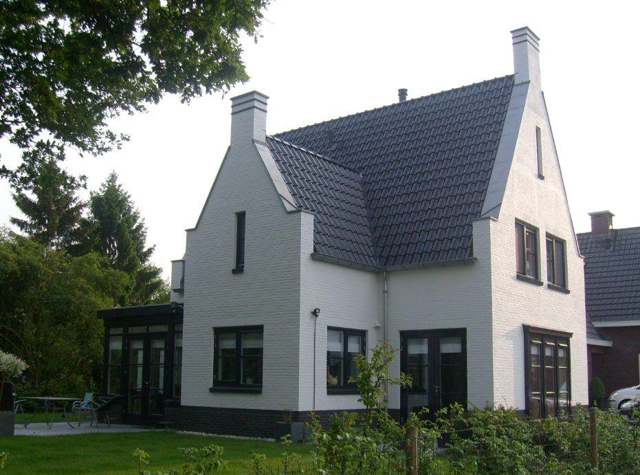 Vrijstaande woning met engelse en oud hollandse for Kleine huizen bouwen