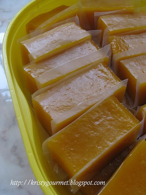 My Little Space: Steamed Sweet Potato Kuih~ Ingredients : 500gm sweet potato/pumpkin, mashed 200gm sugar 300gm tapioca flour/starch 50gm wheat starch/tung fun 300ml coconut milk 150ml water