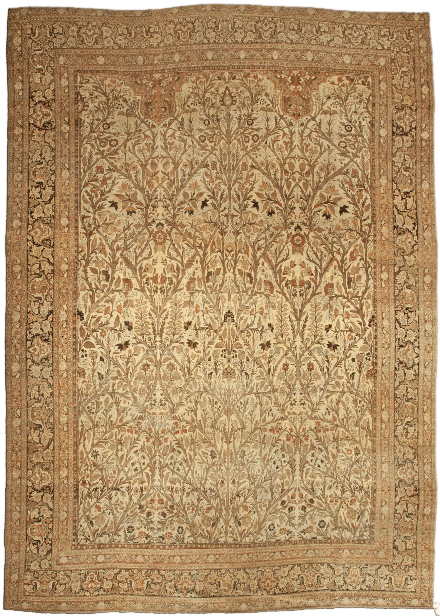 A Persian Tabriz rug (size adjusted) BB4818 - Of the antique Tabriz rugs in the collection, this size-adjusted example is distinguished by a lively allover pattern of leafy vinery that ...