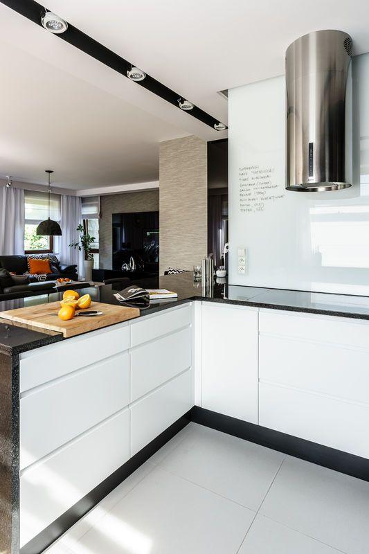 Kuchnia Otwarta Na Salon Kuchnia Styl Nowoczesny Aranzacja I Wystroj Wnetrz Kitchen Kitchen Cabinets Home Decor