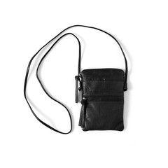 Yvonne Koné passport bag, black washed lamb. Den koster 1450 kr., men køb den igennem Thomas til 30% af prisen :-)