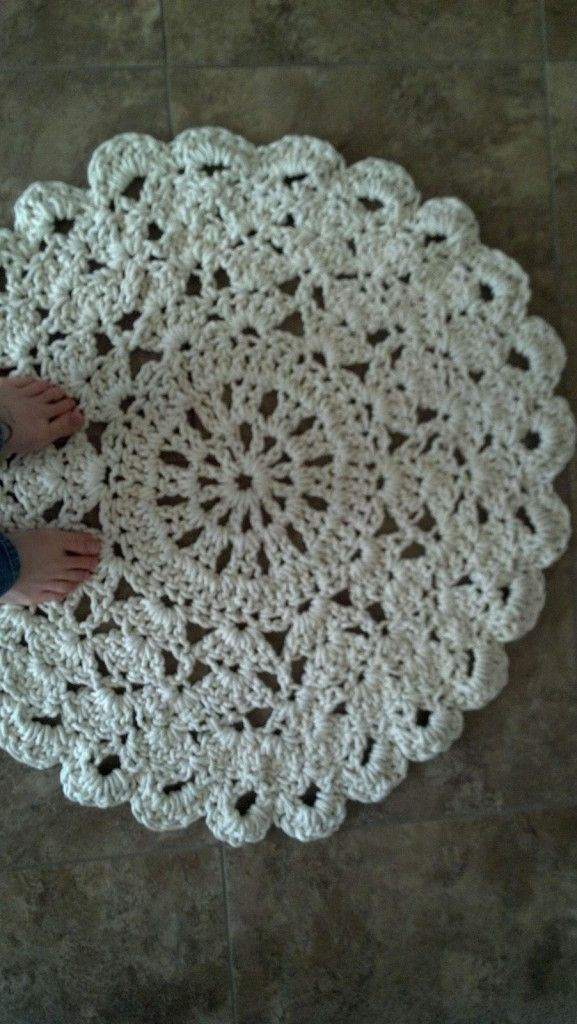 Free Pattern This Crochet Doily Rug Is An Affordable Way To Make Your Home Look Luxurious Knit And Daily