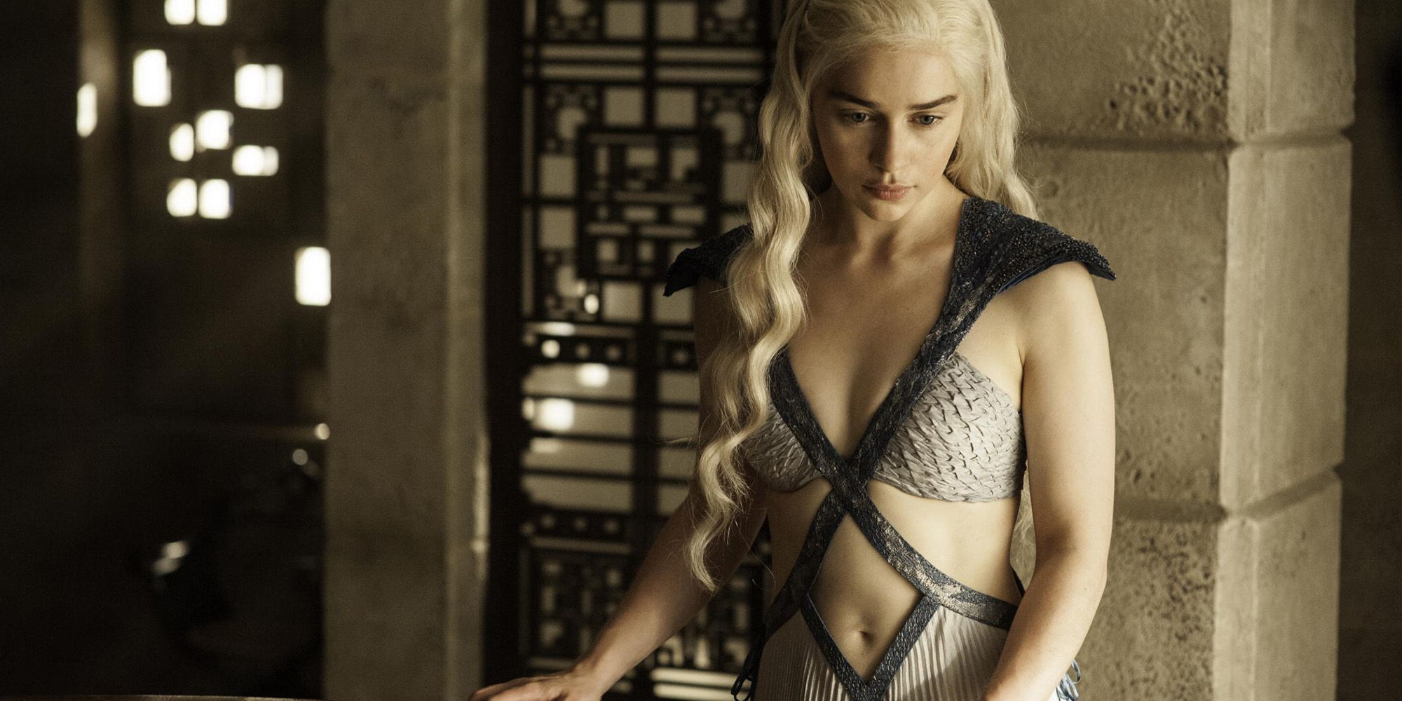 the most stunning looks on game of thrones daenerys  the 45 most stunning looks on game of thrones