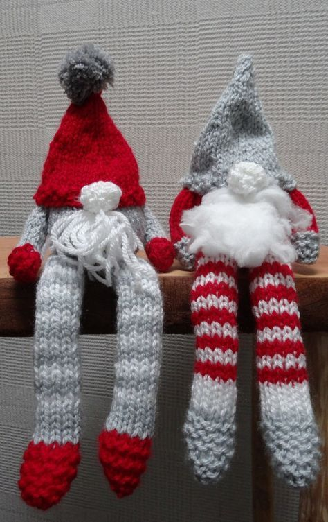 free pattern knitted christmas gnomes, knitted ornaments using left over yarn #knittedtoys