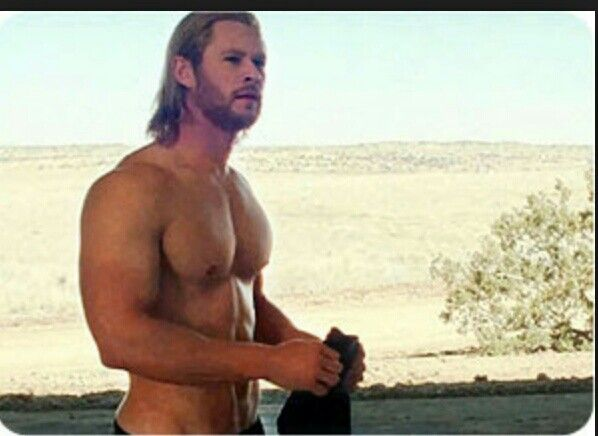 Mmmm! Man oh man! | Chris hemsworth thor workout, Chris ...