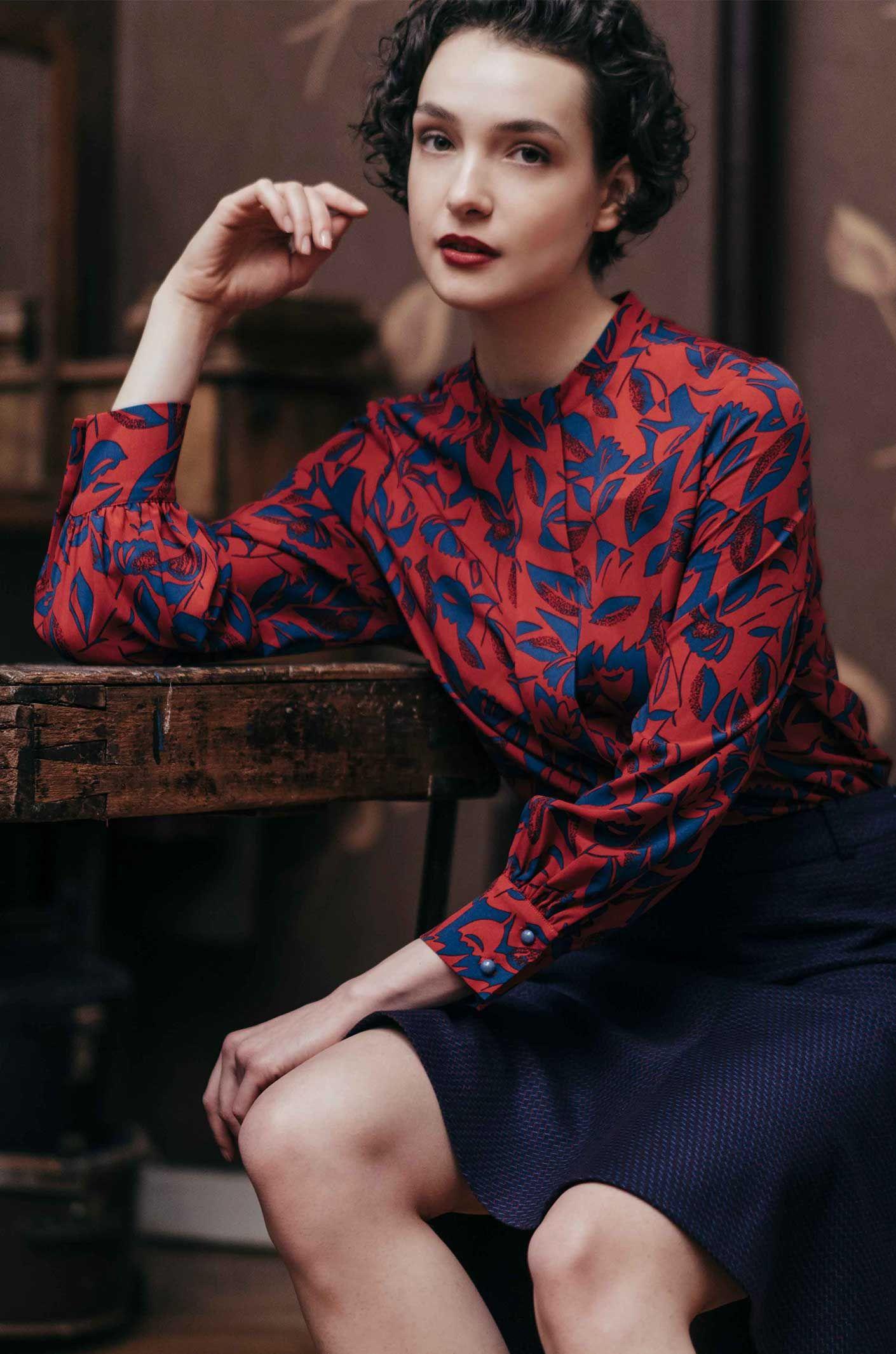 a380a05f2582b2 Rote Bluse mit Muster in 2019 | Moda, Modelki... | Bluse, Rote bluse ...