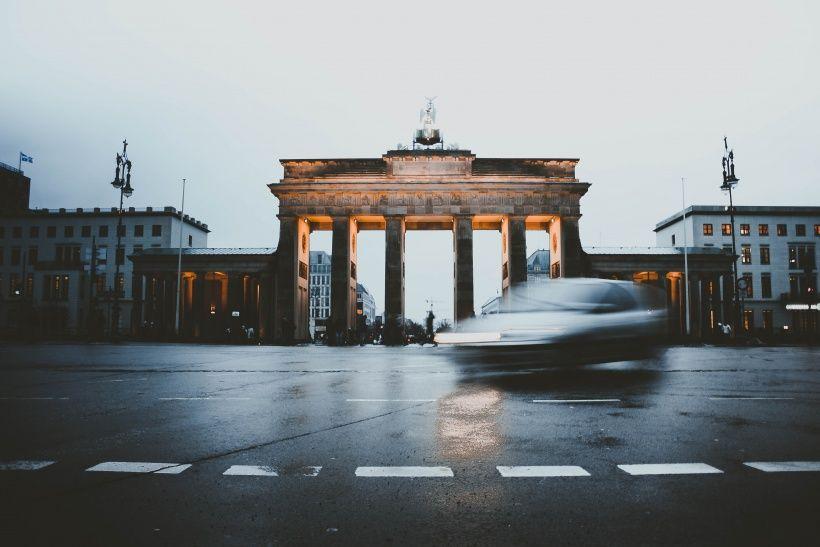 Neue Single Capital Bra Sorgt Dafur Dass Berlin Lebt Berlin Brandenburger Tor Neue Wege