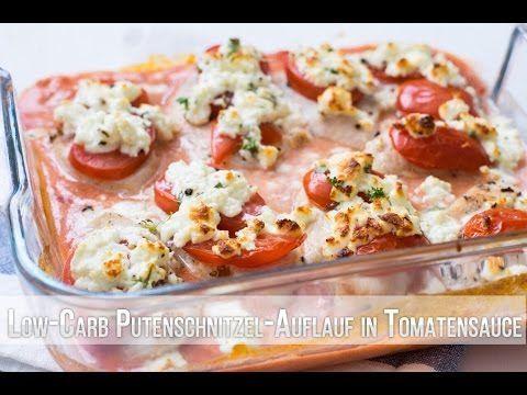 Saftiges gebackenes kohlenhydratarmes Truthahnschnitzel in Tomatensauce - -