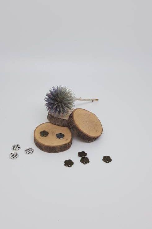 lot de breloques handmade en forme de fleur ou charmes fleurs lot de 4 ou 10 pour création de bijoux par lacabanauxfantaisies sur Etsy