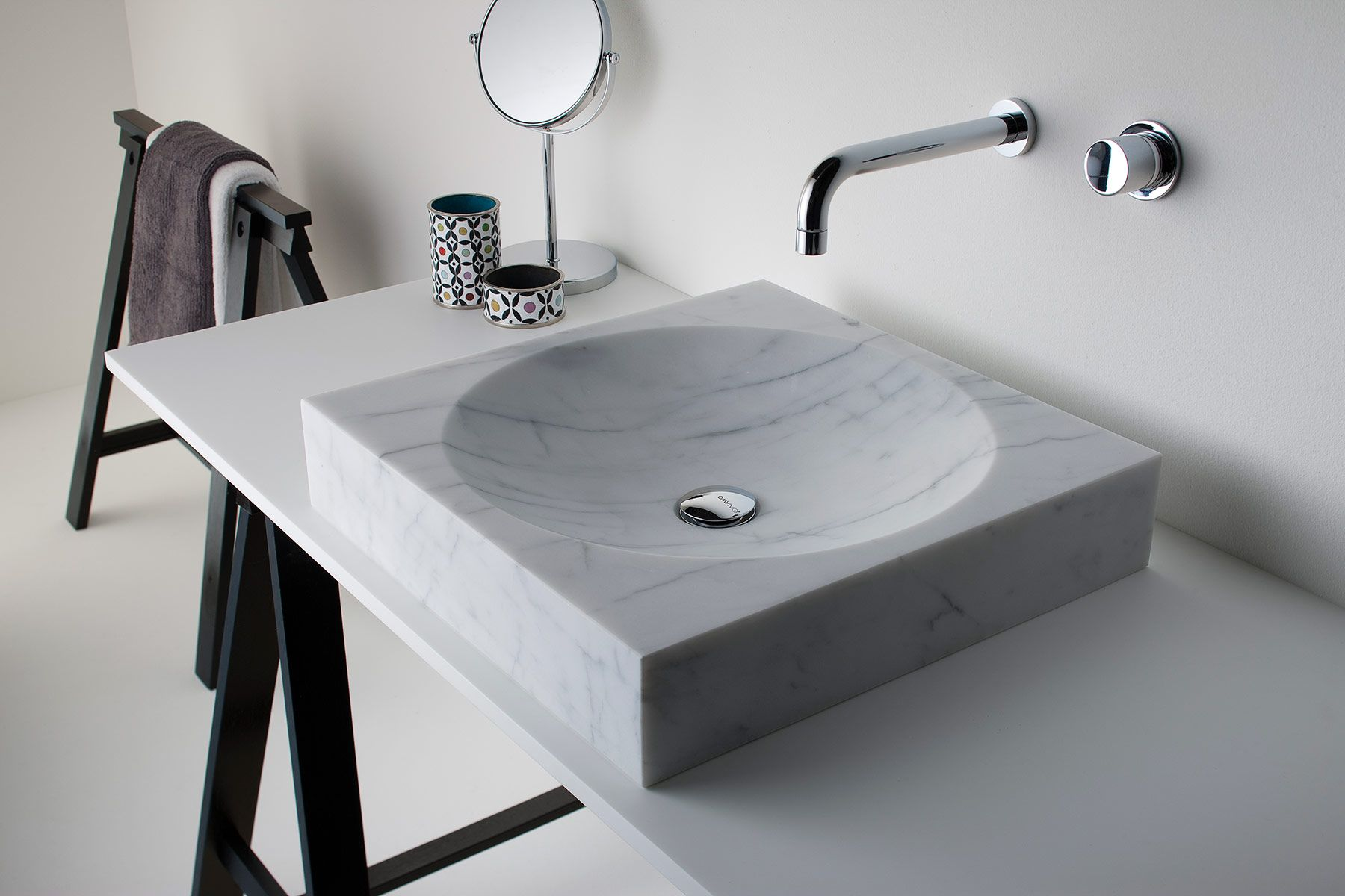 Contemporary Cubo Countertop Washbasin