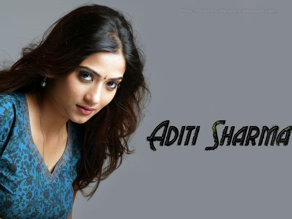 Download X Aditi Sharma Fancy Saree Wallpaper Actrices