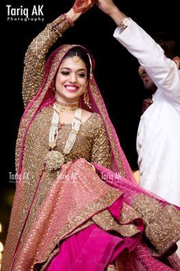 Sanam Jung Is Top Stani Actress Model Vj And Host She Got Married