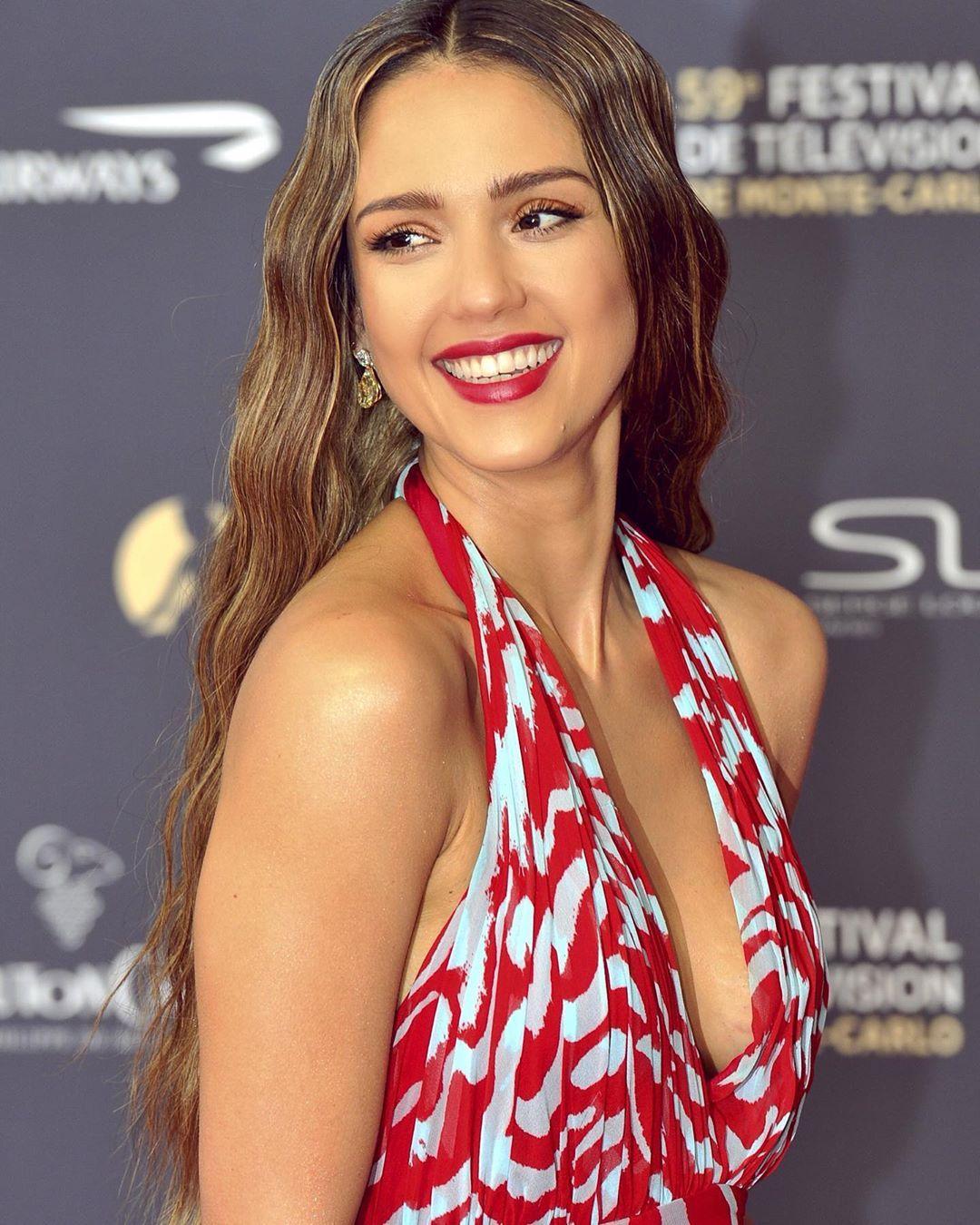 """Photo of Jessica Alba ✨ on Instagram: """"2019  @jessicaalba #new  #jessicaalba #face #beauty #beautiful #smile #dress #black #vanityfair #makeup #hair #diamond #selenagomez…"""""""