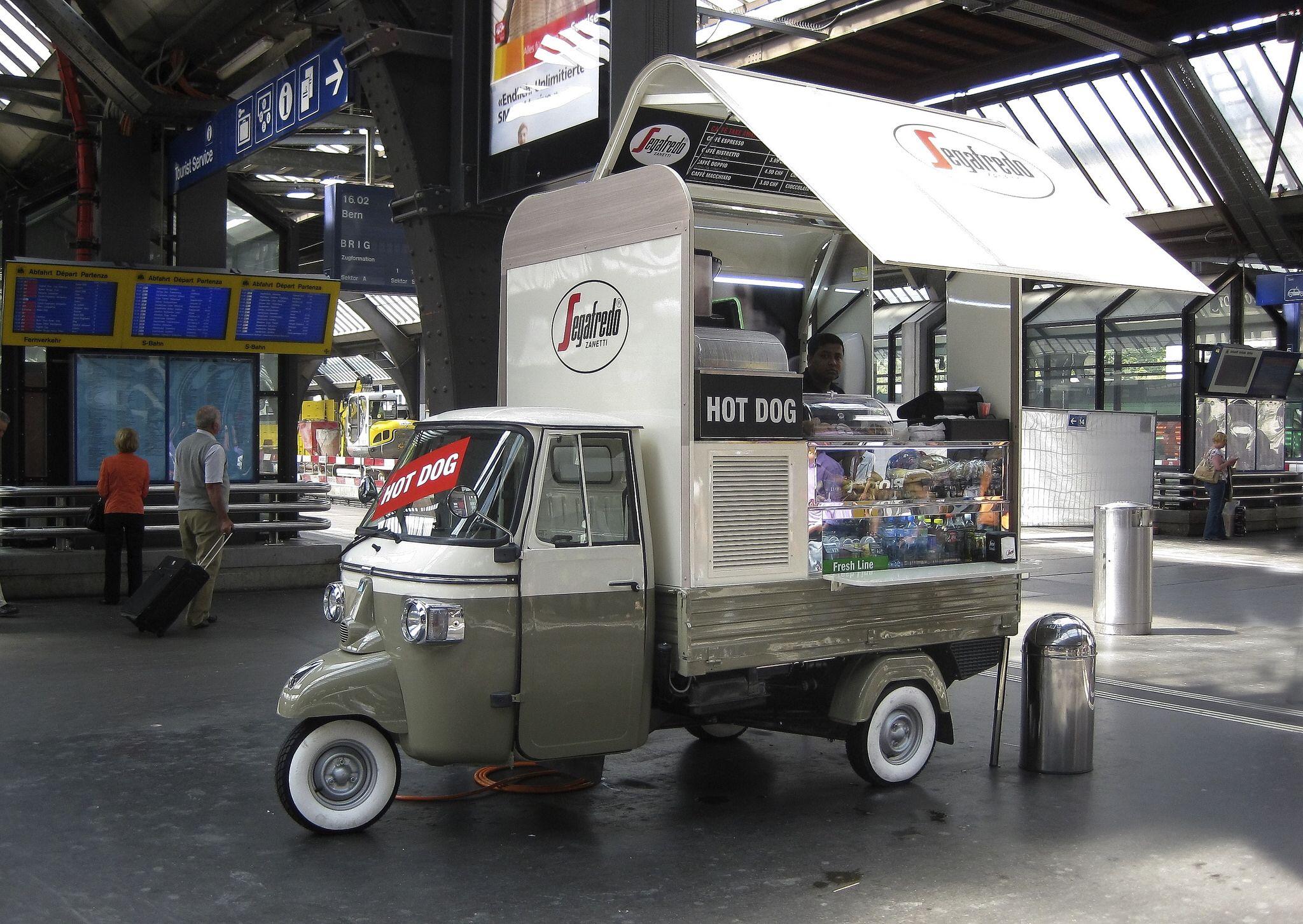 Piaggio ape z rich hbf ape piaggio pinterest for Food truck bar