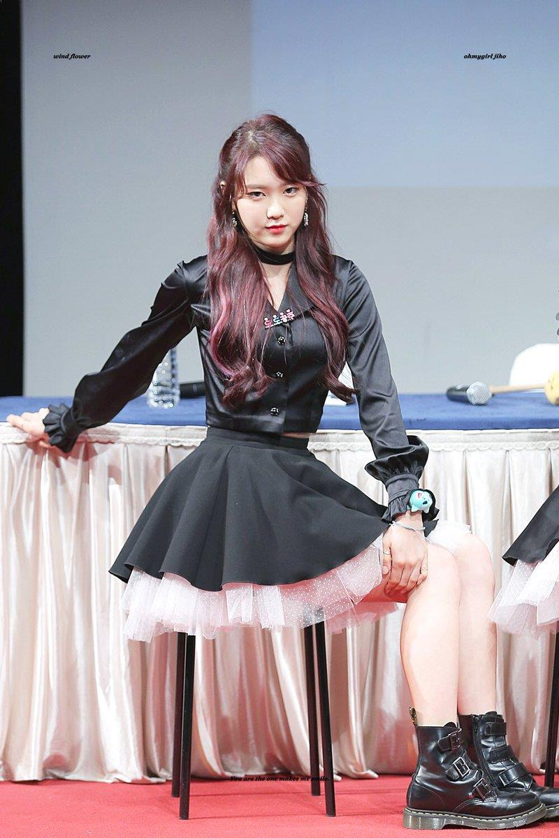 Pin By Nicola Humphreys On Kidols All Black Outfit Oh My Girl Jiho Wearing All Black