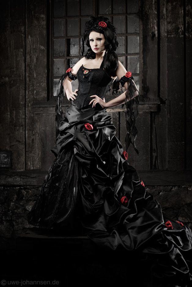 Extravagantes Brautkleid In Schwarz Rot Schwarzes Brautkleid Vampir Hochzeit Schwarze Hochzeit
