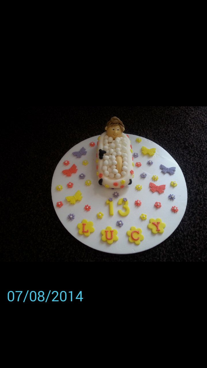Edible lady/girl in bath birthday cake topper by daisystoppers on Etsy https://www.etsy.com/listing/203622675/edible-ladygirl-in-bath-birthday-cake