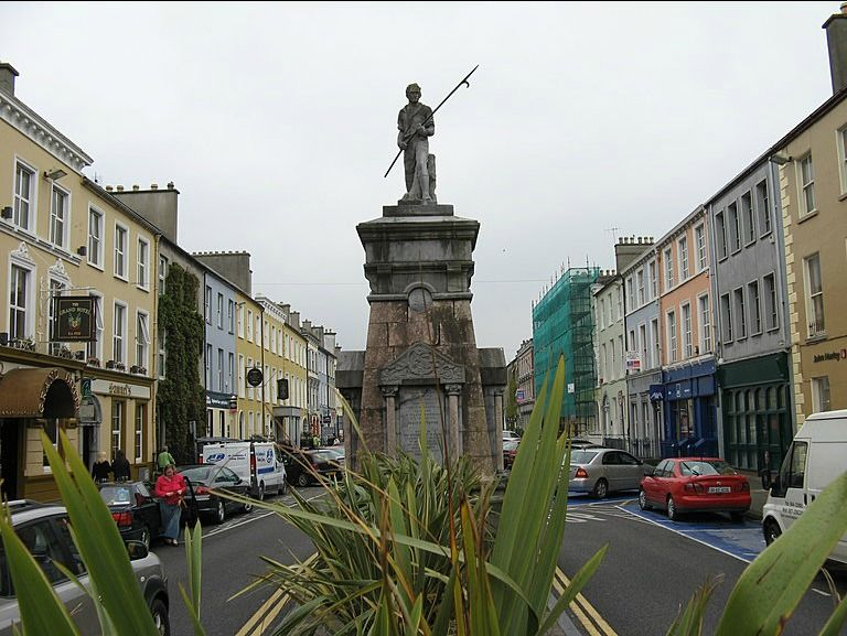 This statue of a pikeman was sculpted by Albert Power. It stands in the middle of Denny street in Tralee (Trá Lí), the largest town in County Kerry.