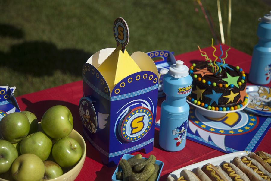 Super Sonic Birthday Cake and Party Decorations! boys