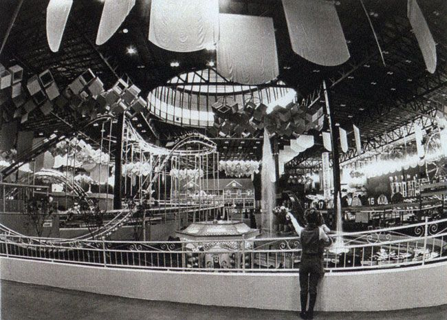 Old Chicago The First Enclosed Amusement Park Mall In The World 1970s Chicago Amusement Parks Amusement Park Chicago Shopping