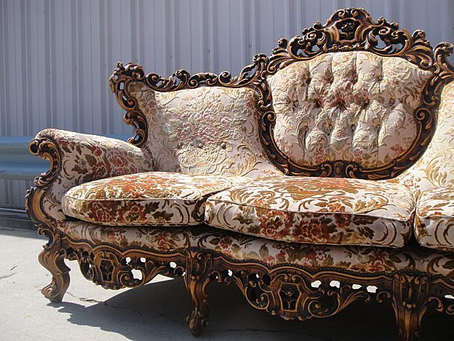 Antique Furniture Italian Carved Walnut Sofa Couch! - Antique Furniture Italian Carved Walnut Sofa Couch! Furnishings