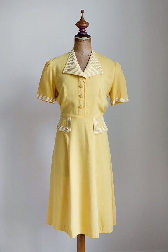 ☾ Vintage 1940s Pale Yellow Cotton Dress ☽ 1940s 30s cotton dress with white appliqué details on collar and pockets. Fabric buttons and push