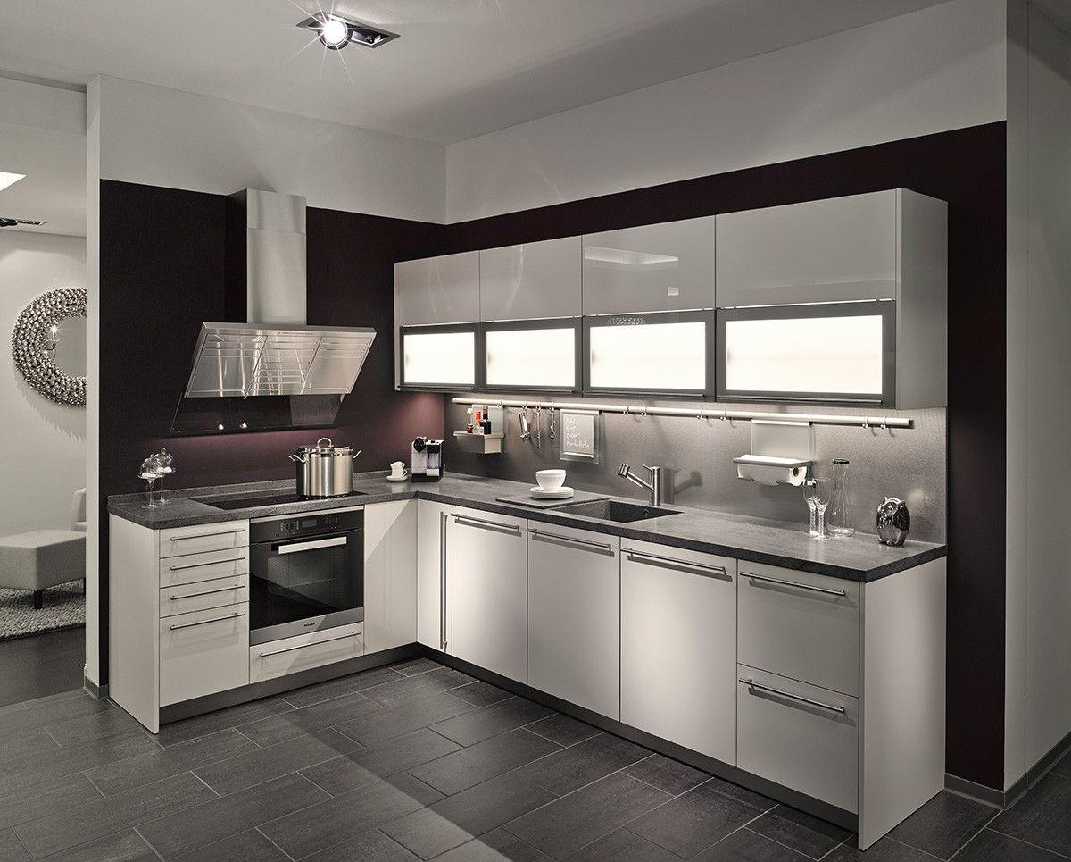 siematic k che in l form mit separater hochschrankzeile und hochwertigen miele einbauger ten. Black Bedroom Furniture Sets. Home Design Ideas