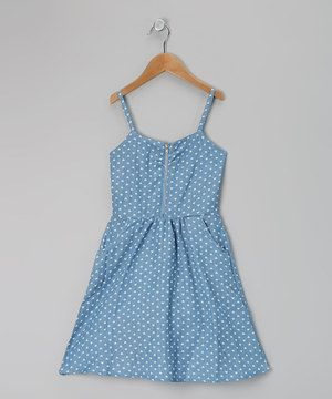 A sweetheart neckline with a simple, sleek zipper provides the perfect embellishment to this fun frock. With pretty pleating, handy pockets and a feminine print, it's as pretty as a picture.