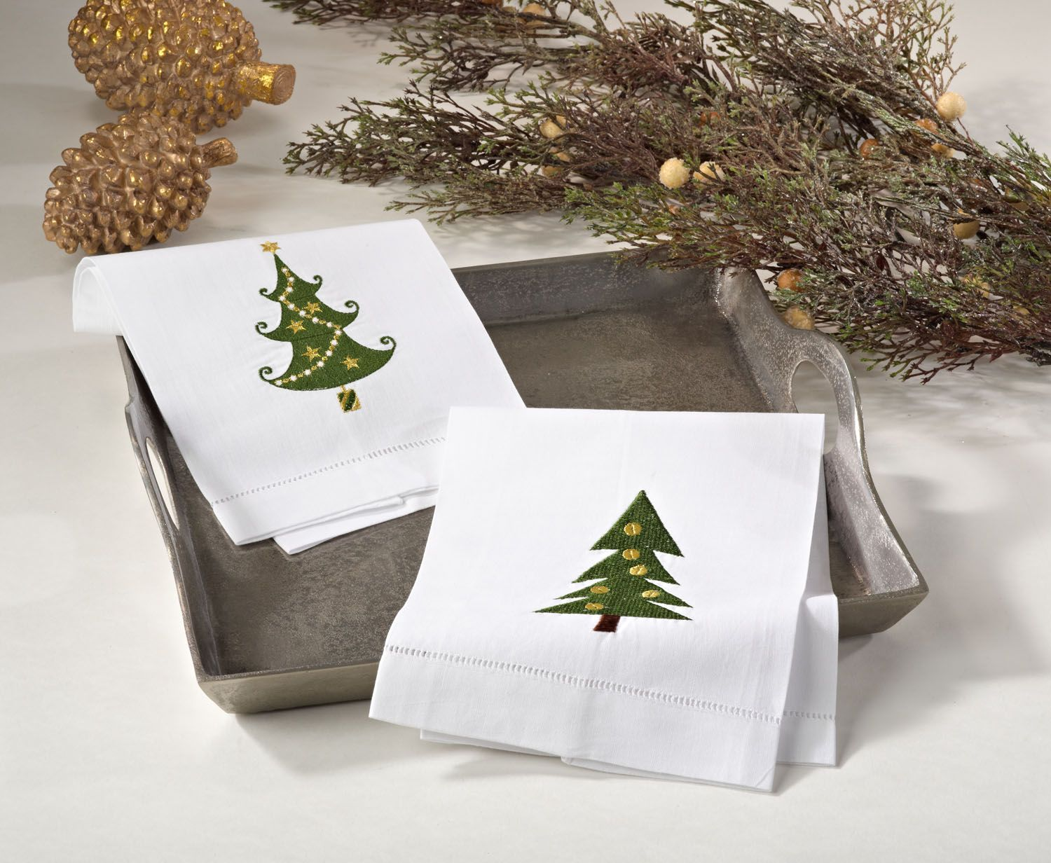 Christmas Collection guest towels in White Christmas